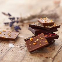 Milchschokolade mit Dörrzwetschken und Walnüssen